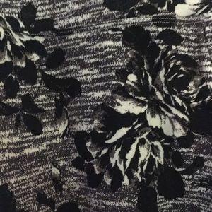 NWT black white floral rose athletic capris